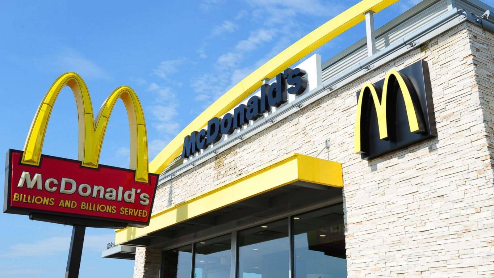 Store Owners' Mighty Shadow Looms Large Ahead of McDonald's Earnings